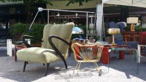 Poltrona, lampade vintage e vinile Forte dei Marmi