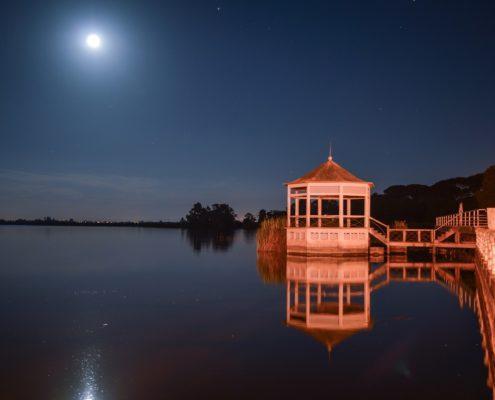 lago massaciuccoli torre del lago luna notturna