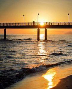pontile tramonto marina di pietrasanta