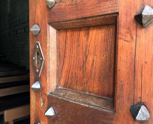 dettaglio del portale della Chiesa di San Michele a Camaiore