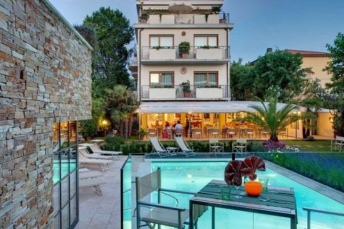 hotel bacco lido di camaiore piscina