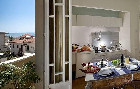 cucina appartamento Esplanade Viareggio