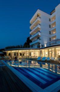 mondial resort spa esterno piscina marina di pietrasanta