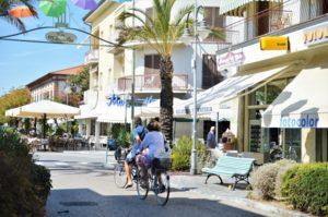 Tonfano Pietrasanta Via Versilia bicicletta