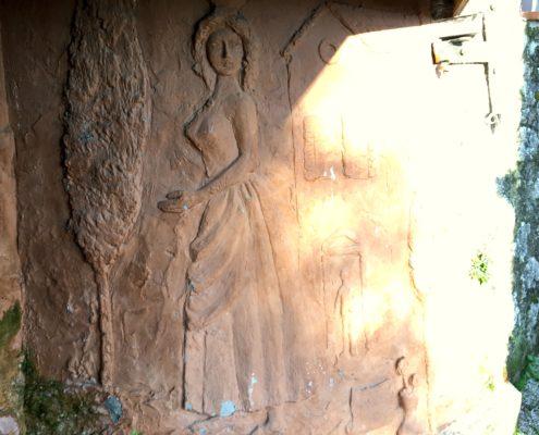 lato sinistro della fontana della Piastraccia a Casoli di Camaiore