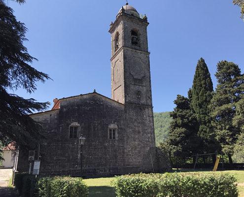 Retro della Chiesa di Santa Maria Assunta a Stazzema