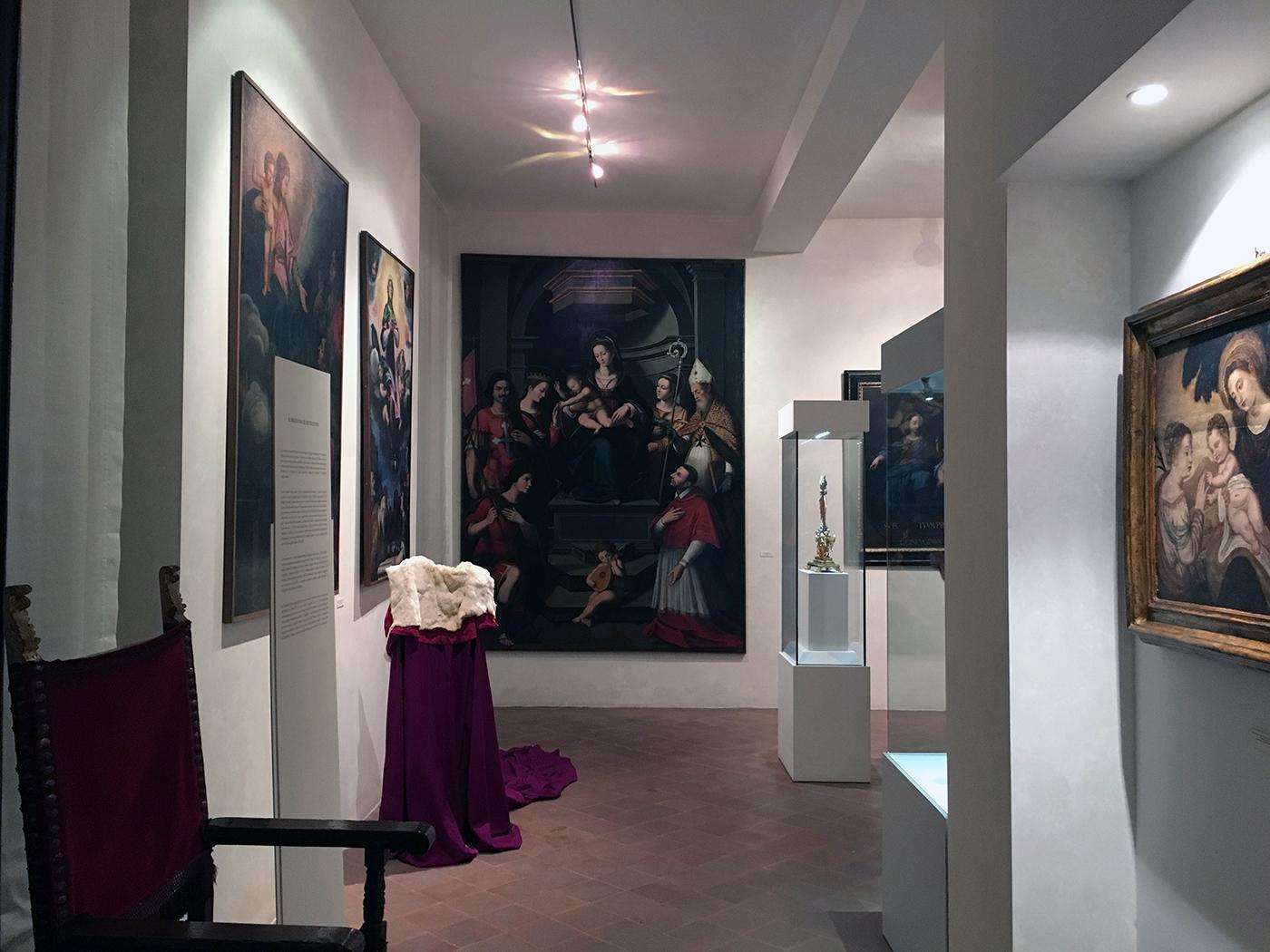 interno del museo d'arte sacra di Camaiore