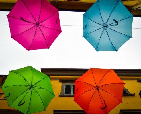 pietrasanta istallazione ombrelli