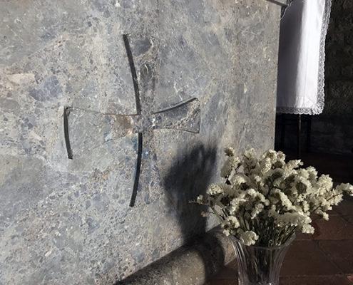 dettaglio dell'altare della chiesa di San Michele a Camaiore
