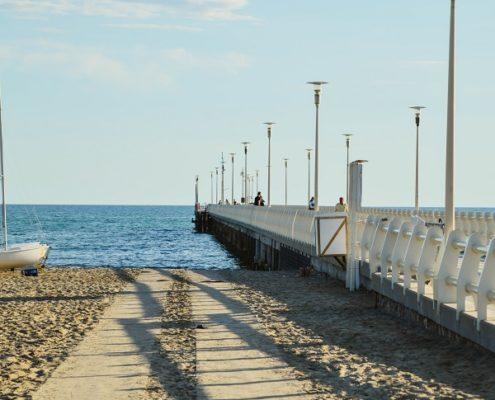 pontile passeggiare in mezzo al mare versilia